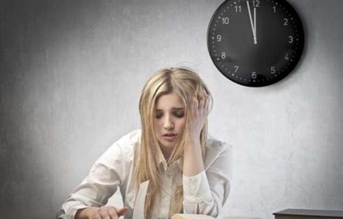 植发多少钱-熬夜导致的掉发还能康复吗?