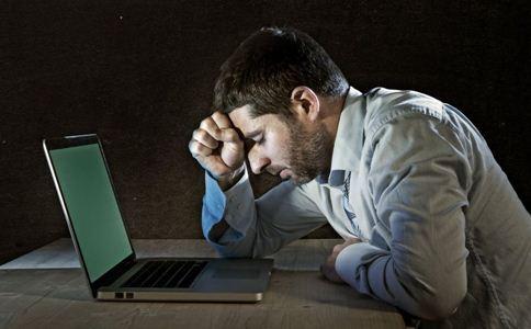 男性脱发经常和熬夜有关吗?